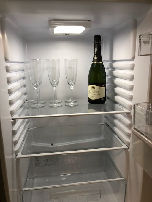 Prosecco or Cava on Arrival - Cheers :-))