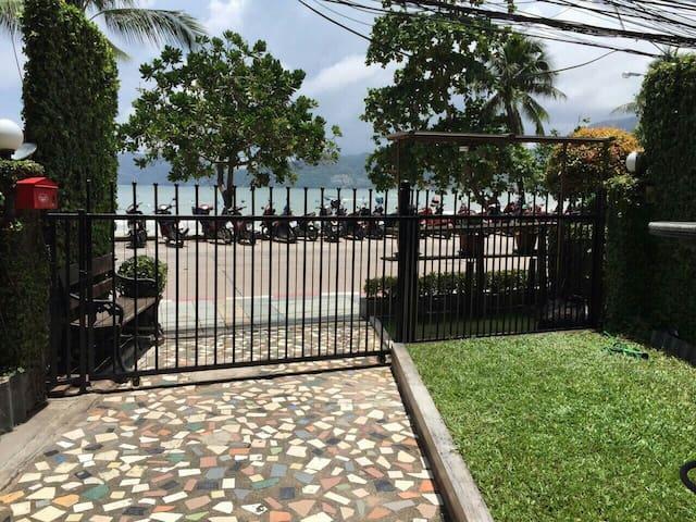 Beach front villa, truely paradise. - Patong - Dom