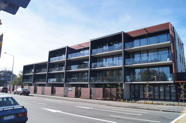Bright North facing 1 bed studio - Christchurch - Pis