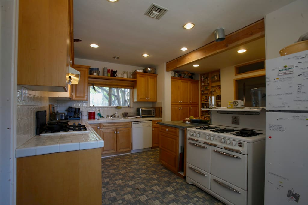 Fully Equipped Spacious Kitchen with 2 stoves