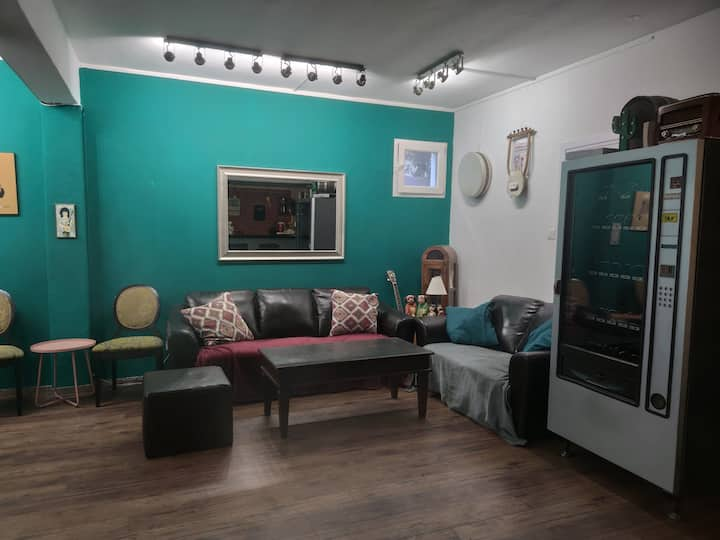 Luxury 90 mc2 big living room +one bedroom+garden
