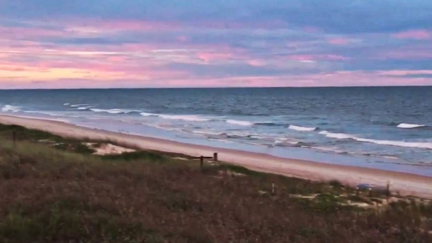 Ideal FL condo -- pristine beach, river vu, quiet - Ormond Beach - Selveierleilighet