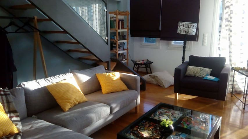 Room in a modern loft, close to the metro - Vrilissia