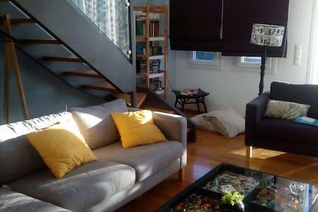 Room in a modern loft, close to the metro - Vrilissia