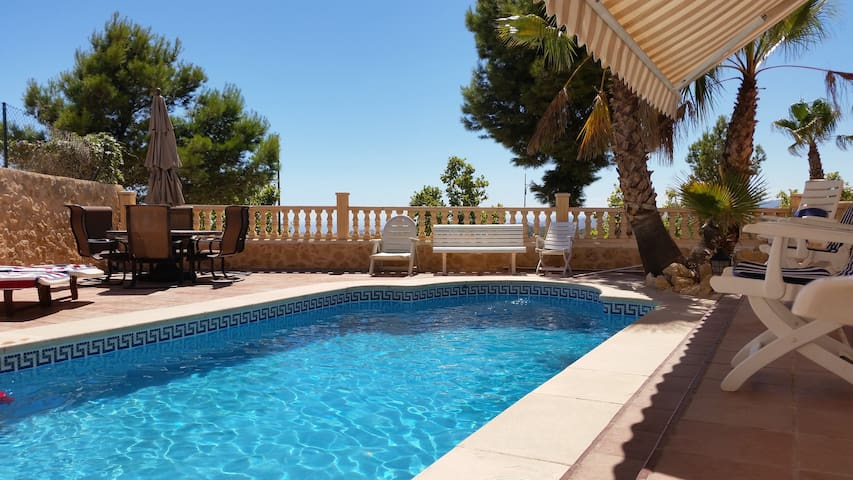 House - 2 km from the beach