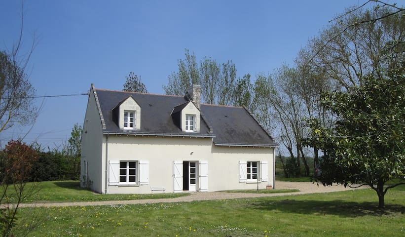 A charming cottage in the Loire - Saint-Clément-des-Levées - Huis