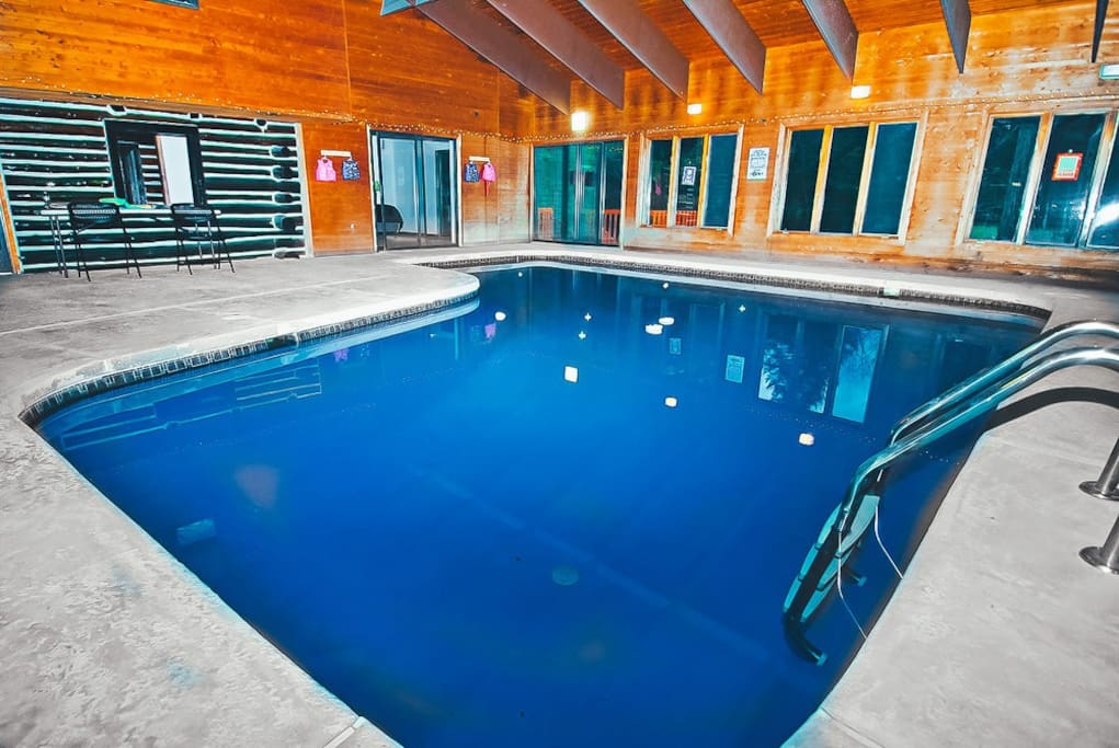 4000 Sq Ft Bushkill Creekfront Lodge W Indoor Pool Outdoor Hot Tub Houses For Rent In East