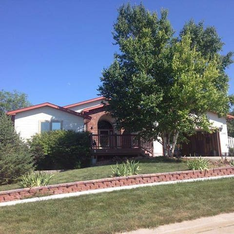 Beautiful home Walking Distance from Chadron State - Chadron - Talo
