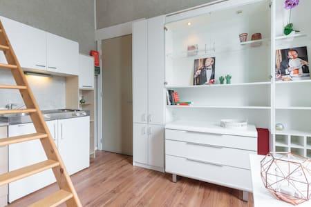 Lightfull studio adjacent to garden - Gent - Wohnung