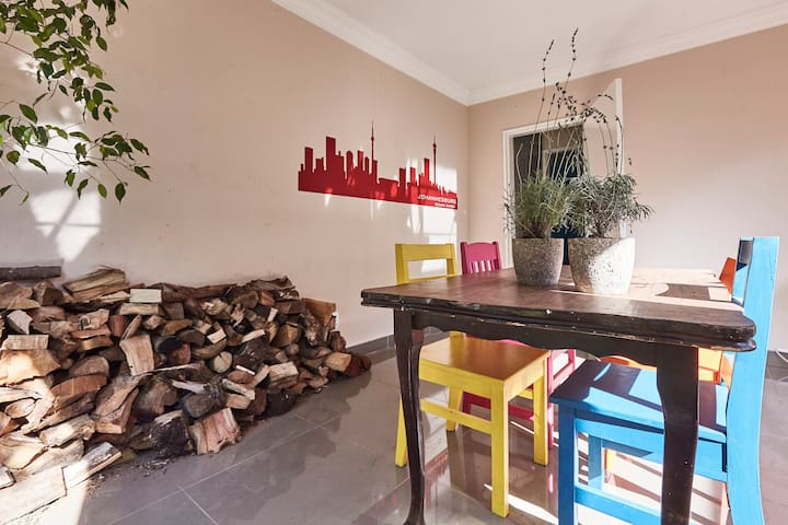 Charming garden cottage, just off 4th avenue! - Randburg - House