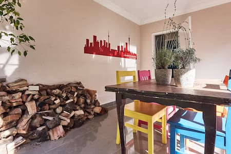 Charming garden cottage, just off 4th avenue! - Рэндберг - Дом