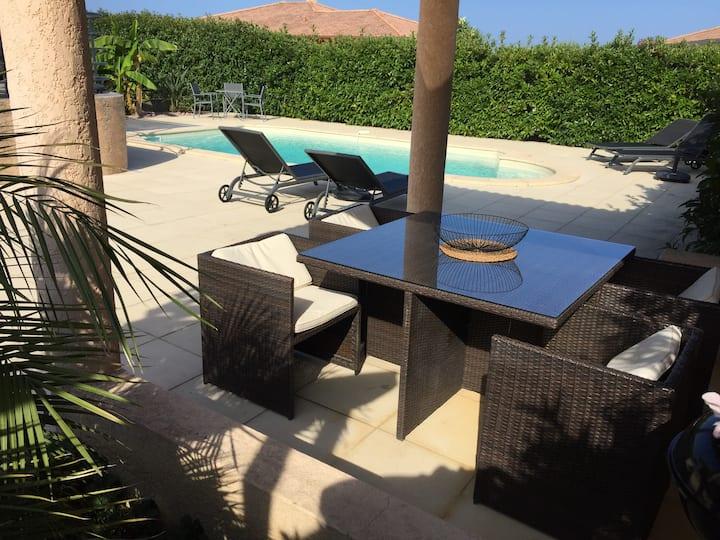 Villa F6 climatisée avec piscine, plage à 700m