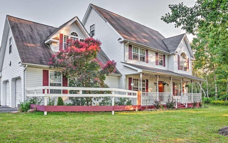5BR Effort House w/Beautiful Backyard! - Effort - Casa