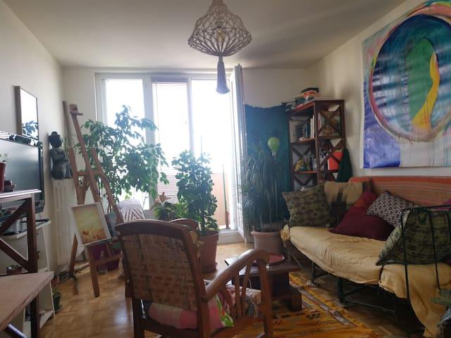 Chambre avec lit 2 places dans appart'd'artiste