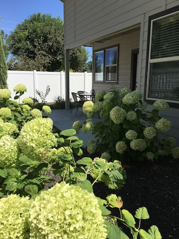 HYDRANGEA RETREAT~Lovely+Location - Nampa - Townhouse
