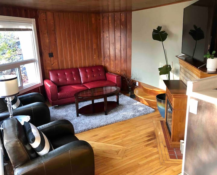 Rustic apartment with lake views close to downtown