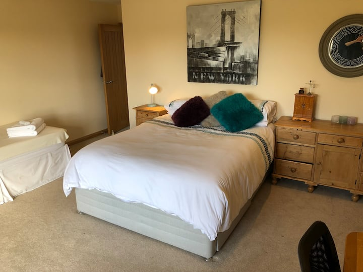 Luxury bed & breakfast, 5 mins from Goodwood