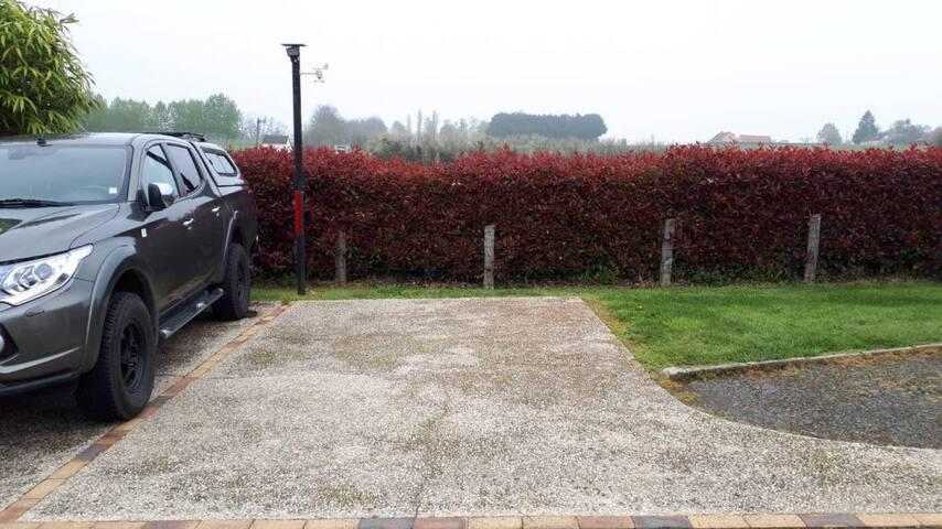 Place de parking à l'intérieur de la propriété