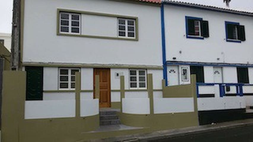 Cozy Home 2 minutes walk from University of Azores - Angra do Heroísmo - House