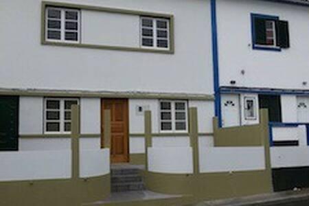 Cozy Home 2 minutes walk from University of Azores - Angra do Heroísmo - 独立屋