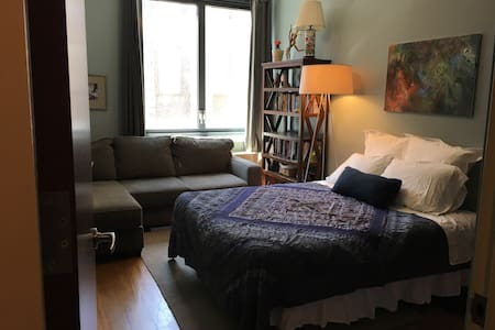Single Room in a 2 Bedroom Apt