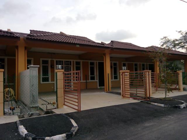 Lynn Homestay Jitra - Jitra - Maison
