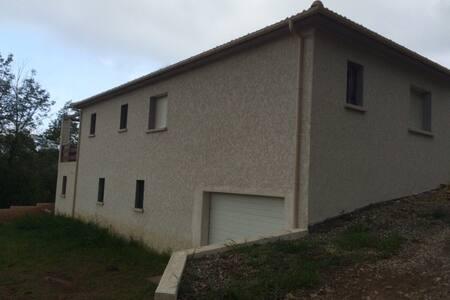 loue chambre et espace privatif dans villa - Monte