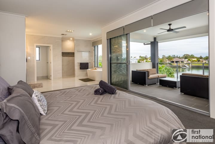 Main bedroom with ensuite, walk in wardrobe, foxtel and view of water