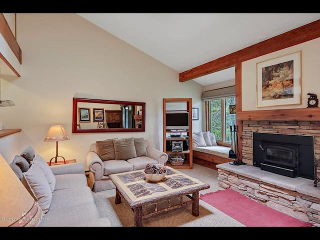 Jackson Hole 2 Bed 2 Bath Getaway