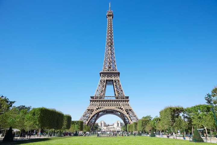 Beau Studio NEUF 100m champ de mars Tour Eiffel