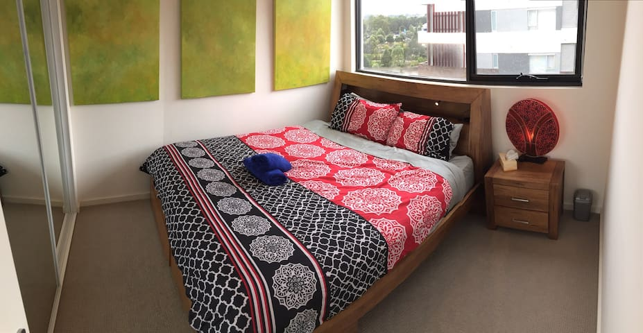 Modern 2 bed flat. Secure building - Riverwood - Apartment