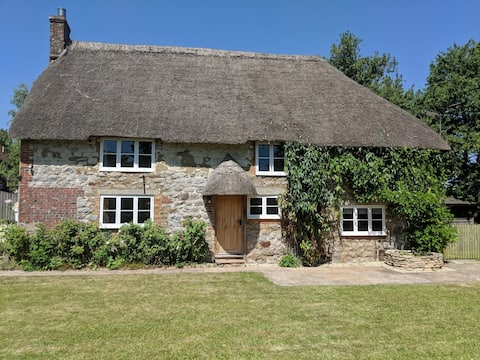 Applewell Thatched Cottage in Hamlet.B&B ensuite.