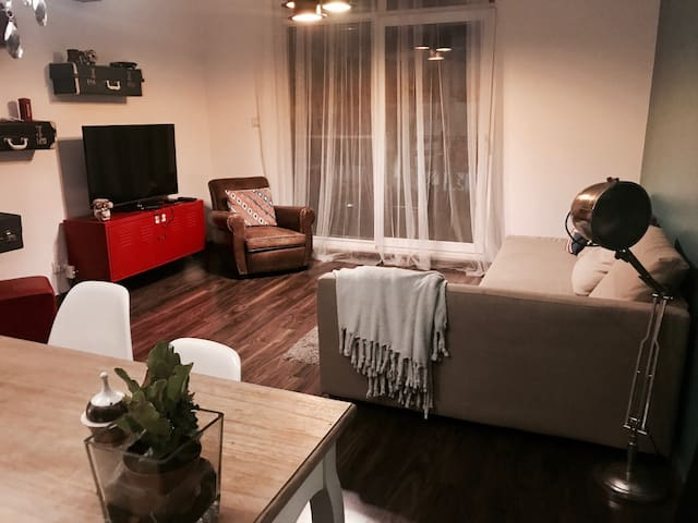 2BR Retro Styled Apartment near Mall of Emirates