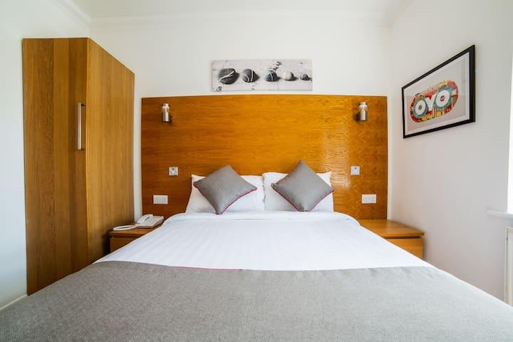 Standard Double Room In  OYO Kingsley Hotel