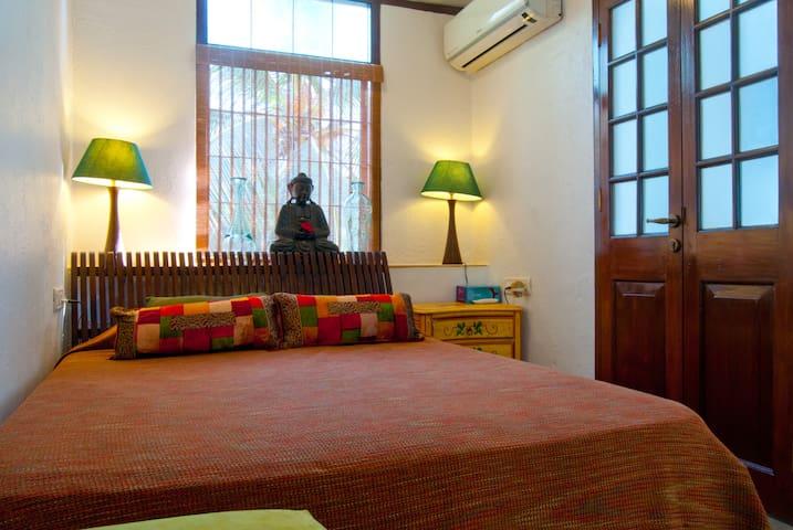 Cozy Compact Room in Bandra, Mumbai