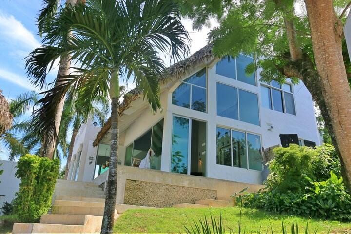 Villa Luna a Tropical Countryside Retreat!