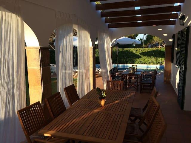 Spacious villa - very quiet area - 2nd line