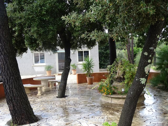 studio 40m2 neuf verdure calme et grande terrasse