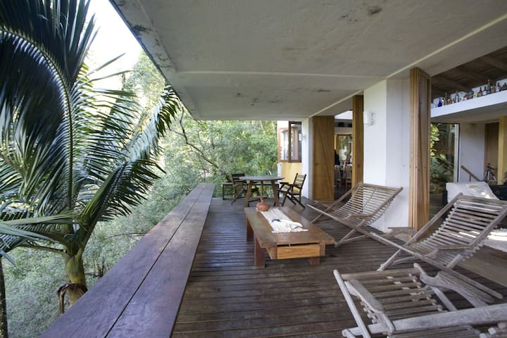Casa no morro com vista para o mar em Ubatuba