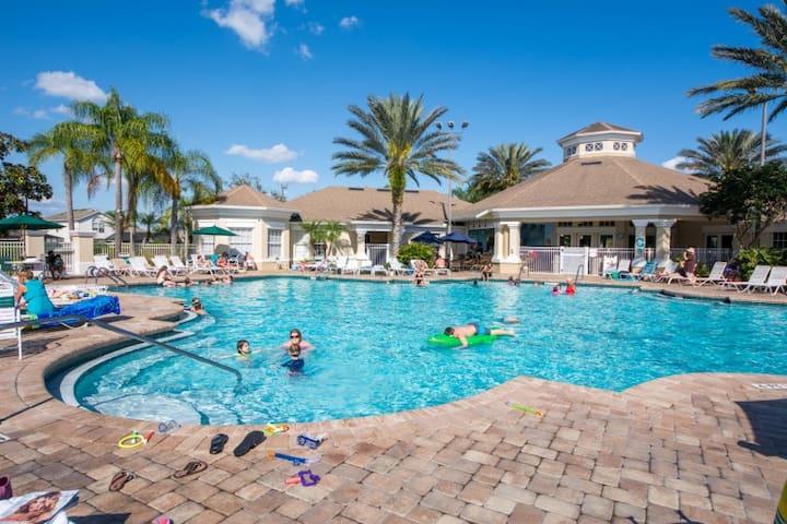Disney 5 min Gated Resort Condo 2BD - Kissimmee - Apartamento