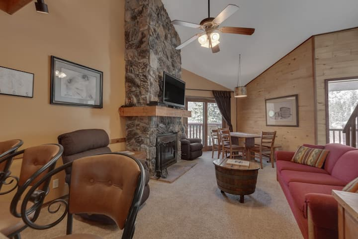 New Listing! Family-friendly condo with mountain views, one block from Taos Ski Valley lift