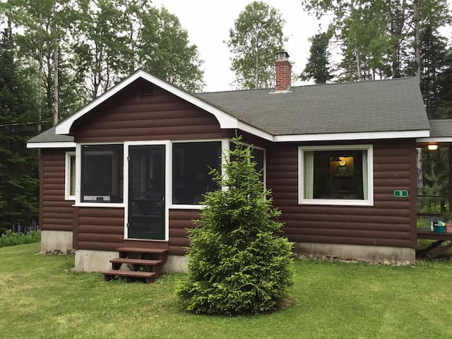Cozy and Clean Rangeley Manor with Lake Access
