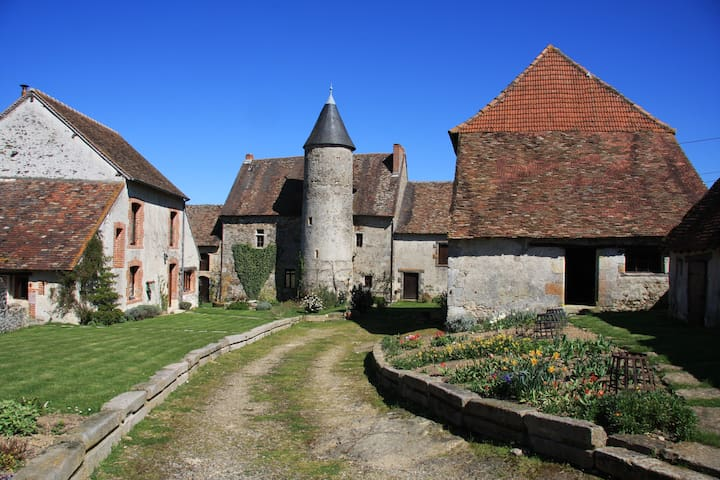 Suite in a Petit Medieval Chateau - Brigueil-le-Chantre