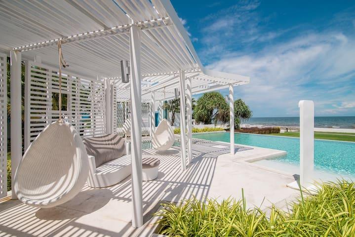Unwind in a Luxury Beach Condo with private beach