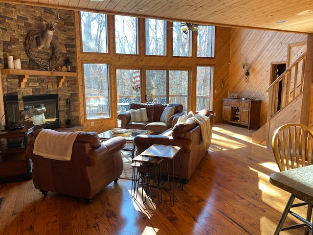 Gorgeous Chalet with Cabin Feel (sleeps 10)