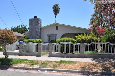 Single bed B in los angel pomona - Pomona - House