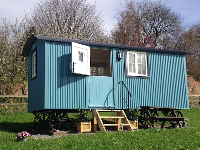 Amazing views, beautiful Cotswolds Shepherd Hut - Winchcombe - Sommerhus/hytte