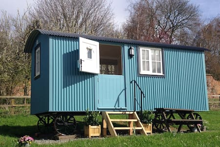 Amazing views, beautiful Cotswolds Shepherd Hut - Winchcombe - Zomerhuis/Cottage