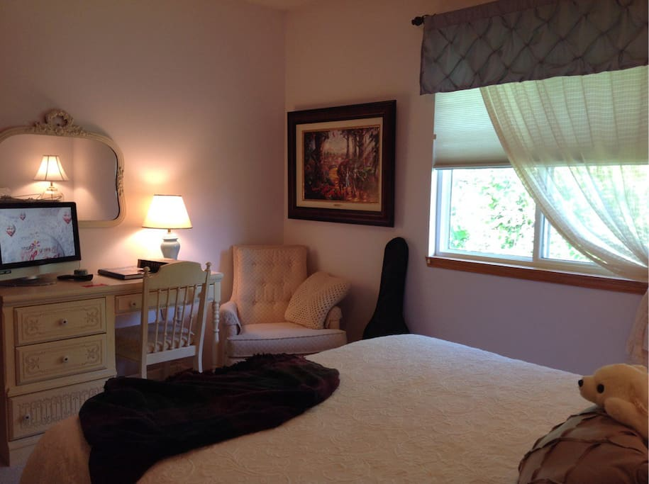 """Wireless WiFi - 20"""" TV - read a book - play the guitar - relax - Guest's Choice!  """"Very friendly and helpful couple. Their home was easy to find and have everything we might need for our nite stay"""" Ruth Ann - Feb 2017."""