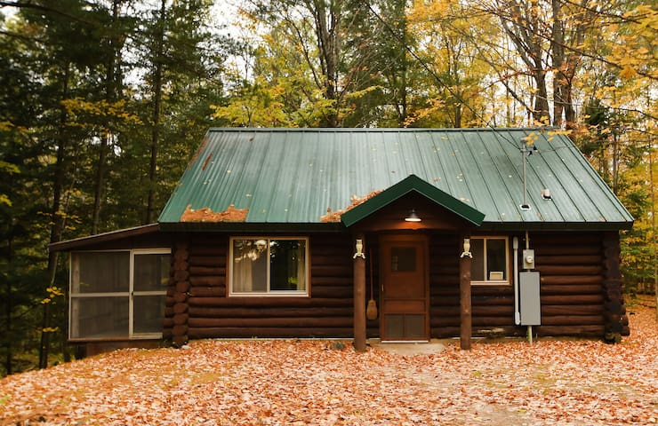 Peaceful & Rustic Log Cabin